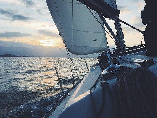 obozy żeglarskie na mazurach dla młodzieży